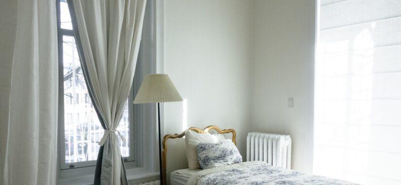 Smarte gardiner på værelse